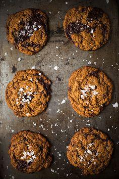 Chewy-Dark-Chocolate-Chunk-Cookies-from-Slim-Palate