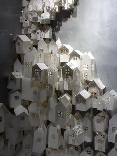 Paper Houses - Anthropologie window display 2012 - seen on margadirube: theantidote: Kirigami, Architecture Origami, Vitrine Design, Paper Wall Art, Paper Walls, Paper Houses, Art Plastique, Little Houses, Installation Art