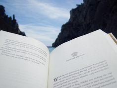 """readcommendations: """" Reading on the beach makes me extremely happy! """""""