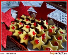 Kakaové hvězdičky s kokosovým krémem a žloutkovou polevou Waffles, Breakfast, Food, Morning Coffee, Essen, Waffle, Meals, Yemek, Eten
