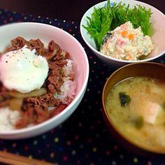 にんじんが星だよ〜(´・∀・`)♡ - 4件のもぐもぐ - ポテサラ✳︎温玉牛丼✳︎味噌汁♡ by natu630