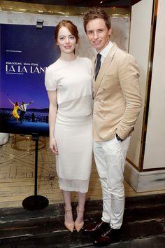 Эмма Стоун и Эдди Рейдмен в костюме Hardy Amies на специальном показе фильма «Ла-Ла Ленд» в Западном Голливуде