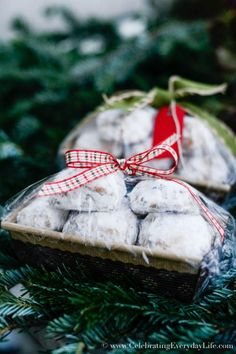 how to wrap baked goods for a bake sale, Christmas Food Gift DIY, Christmas Food gift ideas, Holiday food gift wrap, Christmas food gifts, wrapping Christmas food gifts, Celebrating Everyday Life with Jennifer Carroll