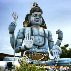 Amazing visit to Koneswaram Hindu Temple today! Simply stunning ❤️ #wanderlustlama #hindutemple #koneswaramtemple #srilanka #travelsrilanka #trincomalee #FortFredrick.