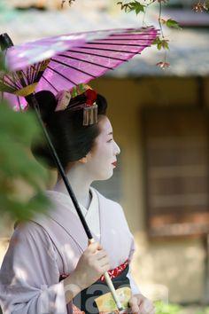geisha-kai:Elegant maiko Ichino by Crowsdesign - blog on AmebaShe is now a geiko!