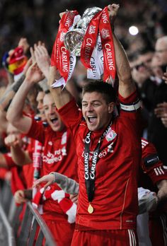 Steven Gerrard of Liverpool lifts the trophy in victory after the Carling Cup Final match between Liverpool and Cardiff City at Wembley Stadium on February 2012 in London, England. Liverpool won on penalties. Liverpool Uefa, Liverpool Champions, Salah Liverpool, Liverpool Players, Liverpool Fans, Liverpool Football Club, Liverpool Legends, Stevie G, Women's Cycling Jersey