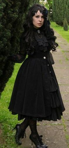 Elegant gothic lolita dress with heeled oxfords, lace tights, and a lace jabot. I would wear this!