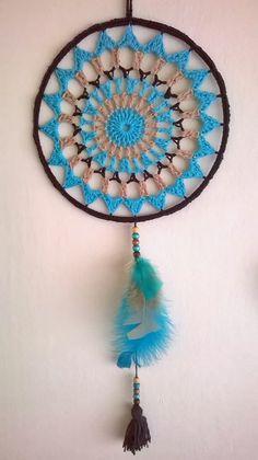 Crochet Dreamcatcher Pattern, Crochet Mandala Pattern, Crochet Doilies, Los Dreamcatchers, Dream Catcher Mandala, Macrame Plant Hangers, Wind Chimes, Craft Projects, Diy Crafts