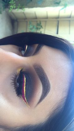 Colorful makeup isn't meant to be scary. In fact, there are several ways you can incorporate color into your makeup routine that still looks chic and polished Flawless Makeup, Gorgeous Makeup, Pretty Makeup, Love Makeup, Makeup Inspo, Makeup Inspiration, Buy Makeup, Kiss Makeup, Makeup Art