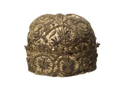 A man's embroidered nightcap cut from a single piece of linen with four shaped quarters and a turned-back brim. The brim is trimmed with silver-gilt bobbin lace hung with spangles (1.3 cm deep). Embroidered with silver and good quality silver-gilt thread in plaited braid, double ladder, interlaced ladder, chain and two forms of detached buttonhole stitch worked over padding, with raised knots and spangles.  1601 AD - 1625 AD  Museum of London Prints Image #011361  Not in online collection