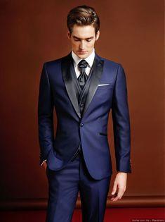 30 colored wedding suits: avant-garde elegance – My Wedding Dream Tuxedo Wedding, Wedding Suits, Blue Wedding, Men Formal, Formal Wear, Mens Fashion Suits, Mens Suits, Blue Tuxedos, Frack