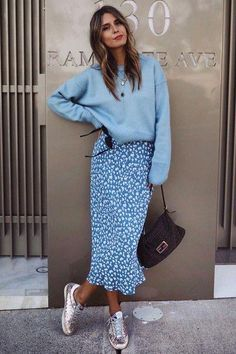 18 Pairs Of Smart Summer Slides. #hermes #fashion #womenfashion #outfit #fallfashionoutfitscomfy Look Street Style, Street Style Summer, Street Style Women, Street Styles, Spring Style, Outfits Casual, Skirt Outfits, Work Outfits, Classic Outfits