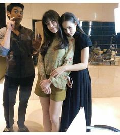 Which one's the couple? Mark Prin, Thai Drama, Young Fashion, Mori Girl, Celebrity Couples, My Hair, Actors & Actresses, Bff, Celebrities