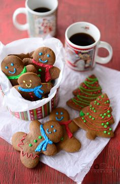 Chewy gingerbread man cookies Gingerbread Man Decorations, Gingerbread Man Cookies, Christmas Tree Cookies, Holiday Cookies, Gingerbread Houses, Christmas Blessings, Christmas Goodies, Holiday Baking, Christmas Baking
