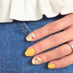 いいね!429件、コメント7件 ― natsumi ♥︎さん(@natsu420)のInstagramアカウント: 「. . 今日は @micoly_nail さんに来て頂き ネイルチェンジ✨ . やりたかった#刺繍ネイル ❁¨̮ 赤ベースも可愛かったけど、今回はイエローにしました…」