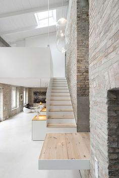 A good friend of mine bought an old house some years ago and asked us to develop a concept for its refurbishment. It became the first project of our Hamburg-...