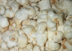 """Great recipe for 🍌Banana Pudding Popcorn🍌. This was a kinda half-baked idea (although not """"literally"""" lol) when my sister was craving banana pudding, but I didn't have any whipped cream. But this is shockingly, mind-blowingly, amazing! Oreo Popcorn, Popcorn Mix, Candy Popcorn, Flavored Popcorn, Popcorn Recipes, Dessert Recipes, Popcorn Kernels, Butter Popcorn, Desserts"""