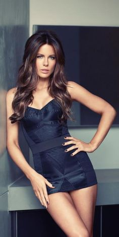 Kate Beckinsale - probably the most flawless woman I have ever laid eyes on. Wish I could look like her!