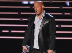 Schauspieler Vin Diesel sorgte bei den People's Choice Awards 2016 für den emotionalsten Augenblick des Abends. Während seiner Dankesrede erinnerte er erneut an den verstorbenen Paul Walker.