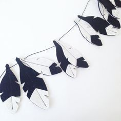 Black and White Feather Garland, monochrome nursery, Monochrome garland, black white garland, teepee accessory, Felt Feathers, baby garland