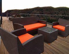 Pintas lauko baldų komplektas PF171  1 dvivietė sofa (160 * 77 * 83)   2 krėslai (85 * 77 * 83)   1 staliukas su stiklu (65 * 65 * 50)   Aliuminio rėmas   Plokščia vytelė - šokoladinė (NT-335)   Minkšta dalis - šviesi oranžinė   Kaina 3599 LTL
