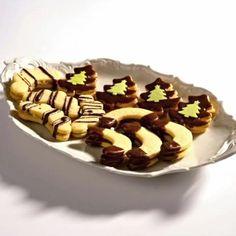 """Tahle """"heboučká"""" dobrota se u nás podávala na závěr štědrovečerní večeře v době, když jsem byla ještě malá holka. Tento zvyk jsem si osvojila a přenesla i do své do... Waffles, Pudding, Breakfast, Cake, Food, Morning Coffee, Custard Pudding, Kuchen, Essen"""