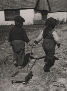 Cestou po záhumní - fotoarchív:Milan Betuš - 1954