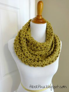 Gold Leaf Infinity Scarf. Free crochet pattern with video tutorial. Looks easy!
