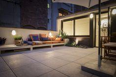 terraza con vistas a la ciudad / Un oasis en la gran ciudad de 57 m²  Sigue leyendo: https://proyectos.habitissimo.es/proyecto/piedra-papel-tijeras-casa-en-l-eixample#ixzz4SKaeBTs3