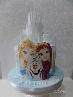 Frozen hand-painted - Cake by MOLI Cakes Halloween Birthday Cakes, Frozen Birthday Cake, Disney Frozen Cake, Disney Cakes, Torte Frozen, Bolo Frozen, Fondant Cakes, Cupcake Cakes, Rainbow Baking