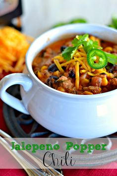 Jalapeno Popper Chili : Perfect for a crisp, cool fall evening! | Kitchen Meets Girl