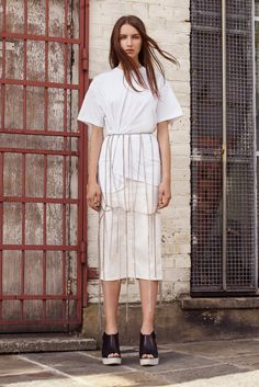 McQ Alexander McQueen   Spring 2016 Ready-to-Wear   06 White short sleeve t-shirt and midi skirt with chain detail