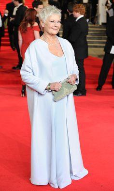 Dame Judi Dench on the red carpet New Bond Girl, Bond Girls, Mature Fashion, 60 Fashion, Fashion Design, Judi Dench, James Bond Movies, Celebs, Celebrities