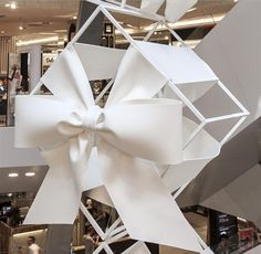 PVC pipes for outline and cardboard for bow Modern Christmas, White Christmas, Art Public, Xmax, Visual Display, Window Design, Xmas Decorations, Christmas Inspiration, Holidays And Events