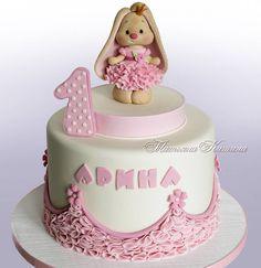 История про живые цветы.<br>Недавно отказала в заказе на свадебный торт,так как молодые принципиально хотели использовать в декоре живые цветы.<br>Я не делаю торты с живыми цветами по причине того, что мне дорого здоровье не только моё , но и тех людей, которые едят, будут есть мои торты/десерты...