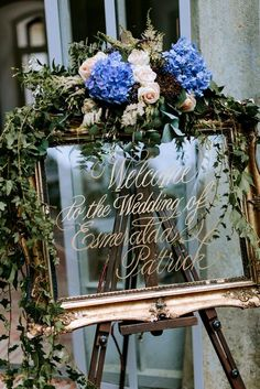 Blue Wedding Flowers Gold Guilt Mirror Wedding Sign Decorated with Flowers - Pastel Blue Outdoor Wedding in Germany Planned Wedding Themes, Diy Wedding, Wedding Day, Dream Wedding, Trendy Wedding, Wedding Styles, Rustic Wedding, Vintage Wedding Signs, Wedding Greenery
