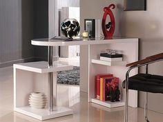 Escritorio blanco con estantes para libros, revistas, accesorios. Columna metálica y mesa redondeada por uno de los lados. Diseño moderno, decorativo y práctico.  Medidas: 135 x 50 x 46 cm (Ancho, fondo, alto)