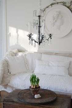 Love the contrast between the rustic coffee table and the crisp white linens.
