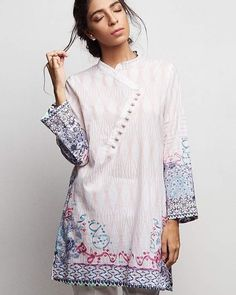 We're enjoying the new collection at Zara Shahjahan, this one being a fun, calligraphy inspired kurta. #hautetrail #zarashahjahan #calligraphy #readytowear
