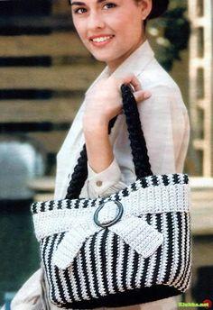 http://crochetclub.net/blog/sumochka-strogoe-ocharovanie/ .. http://heegeldab.blogspot.com.es/2011/12/vaike-hall-grey-purse.html
