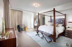 Большая кровать с каркасом