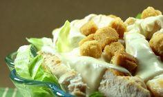 Criada pelo Chef italiano Caesar Cardini, em Tijuana, no México, a crocante e suculenta Caesar Salad conquistou os Estados Unidos. E, pa...
