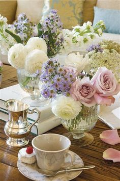 Love these flowers with afternoon tea! #delicious