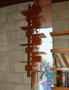 Book Shelf by Frank Lloyd Wright Franck Loyd Wright, Frank Lloyd Wright Style, Usonian, Japanese Interior, Light Crafts, Organic Architecture, Arts And Crafts Movement, Dieselpunk, Lights