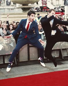 Who just flies their friend to London to go to the HP premiere because they're feeling down? Darren Criss ladies and gentlemen.