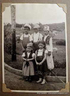 Ana Caldatto : Antiga Fantasia Infantil de Carnaval grupo de crianças fantasiadas para carnaval década de 50: