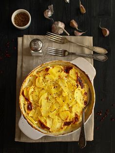 Ziemniaki zapiekane w sosie mleczno-musztardowym z czosnkiem Kefir, Quiche, Macaroni And Cheese, Nom Nom, Menu, Potatoes, Dinner, Breakfast, Ethnic Recipes