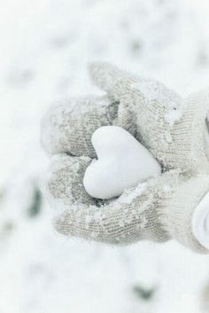 Want to have a Heart to Heart snow ball fight for Valentine's Day ?