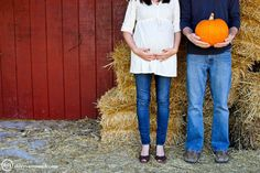 Fall Maternity Photo Idea #photography #maternity #fall © Theresa Muench Photography