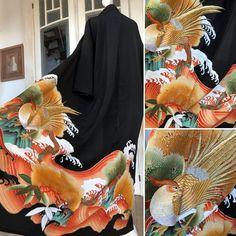 Etsy のPrächtiger Kimono Mantel im Schwarz mit goldenen Phoenix Sticken / Handgefertigt Kimono robe aus Seide / Kimono Gown coat / Schwarz und gold(ショップ名:TodaysCoordinate) Kimono Coat, Vintage Kimono, Japanese Patterns, T Shirt And Jeans, Japanese Kimono, Party Looks, Beautiful Patterns, Silk Fabric, Casual Looks